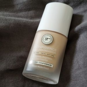 It Cosmetics Confidence in a Foundation in 100 N